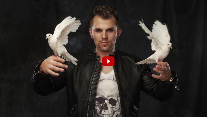 kouzelnik-Tomasiano-promo-video-jevistni-vystoupeni